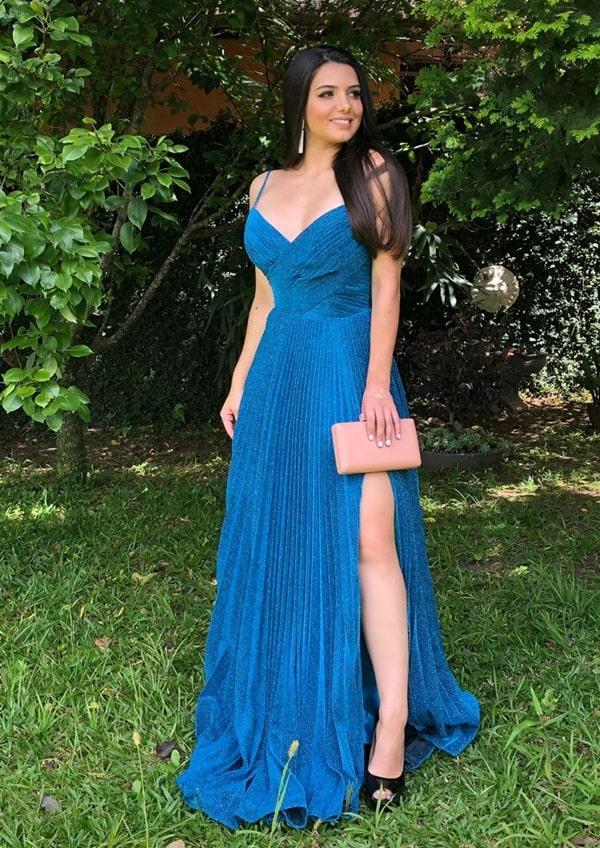 vestido de festa longo azul com brilho plissado