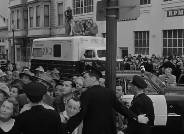 The Sniper movieloversreviews.filminspector.com 1952 San Francisco street scene