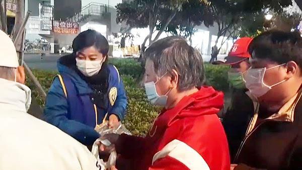 彰化縣國際蘭馨交流協會雪中送炭 禦寒物資助街友