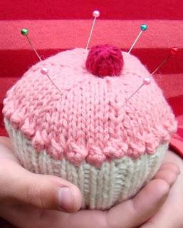 http://www.spudandchloe.com/blog/wp-content/uploads/2009/06/CupcakePincushion.pdf