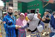 Badak Banten dan Dinsos Lebak Bagikan Paket Sembako ke Lansia