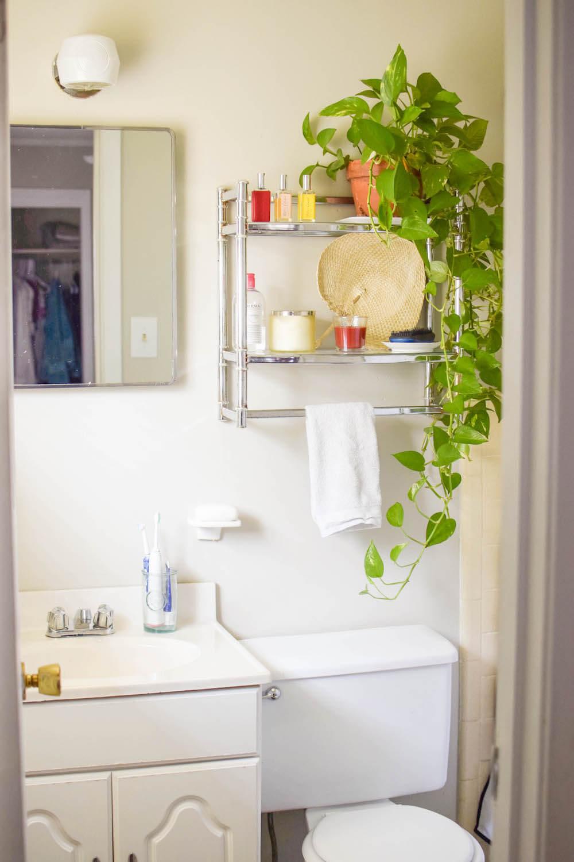 easy small bathroom styled shelves