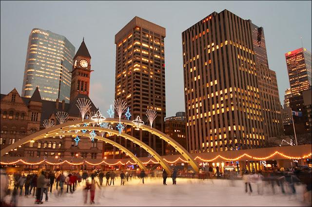 Nathan Philips Square em Toronto