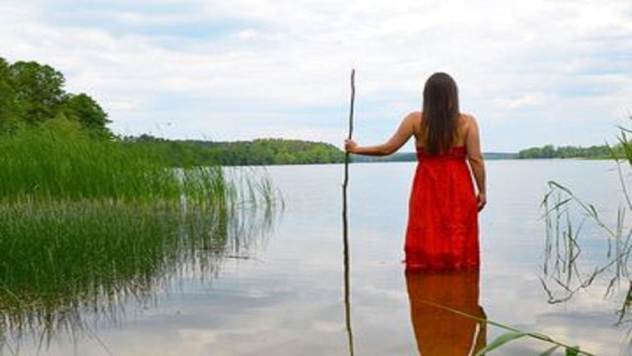 Siap-siap Dapat Kabar Baik, Ternyata Arti Mimpi Berjalan di Atas Air Jadi Pertanda Kebahagiaan yang Segera Hadir!