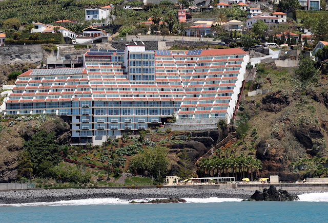 Orca Praia hotel with access to the sea