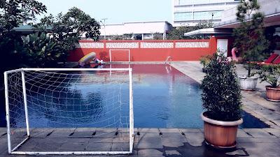 kolam renang di Batiqa Hotel Karawang