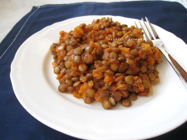Zielona soczewica z suszonymi pomidorami i curry