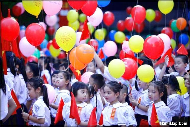 không khí khai giảng của một trường tiểu học