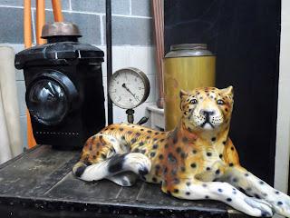Figura de tleopardo en el desembalaje de Arriondas
