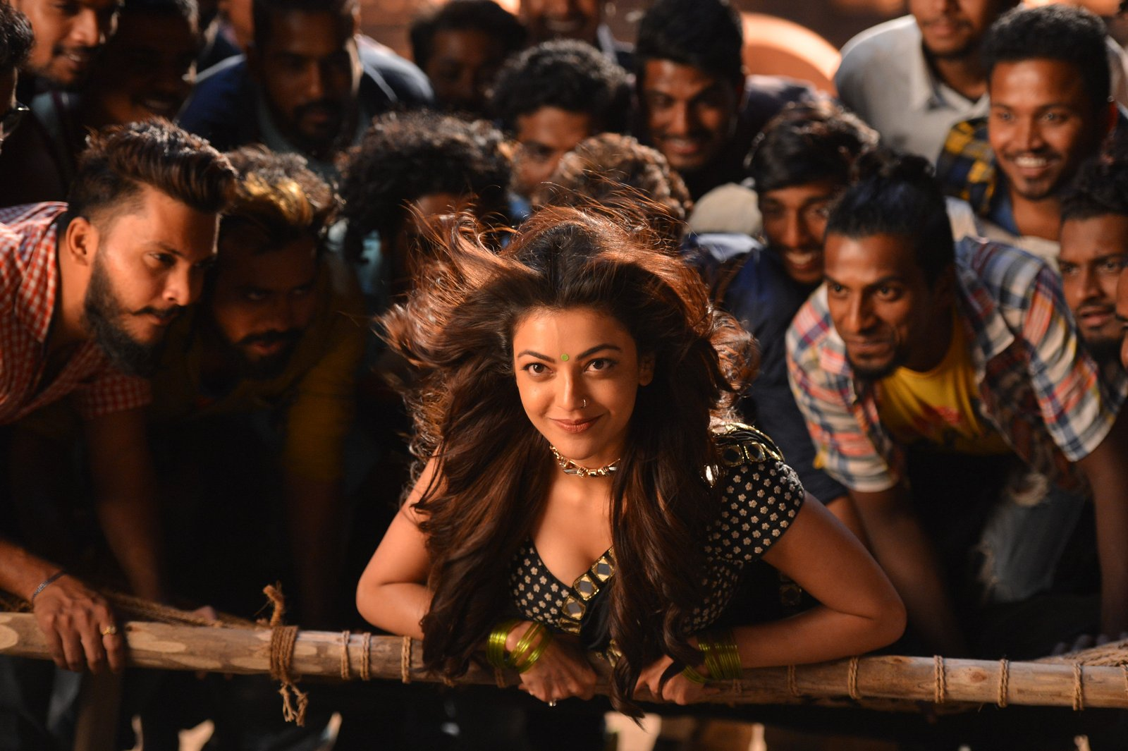 kajal sizzling in pakka local item song-HQ-Photo-10