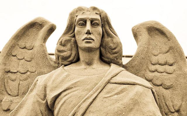 Sand angel. (Photo by Giorgio Minguzzi)