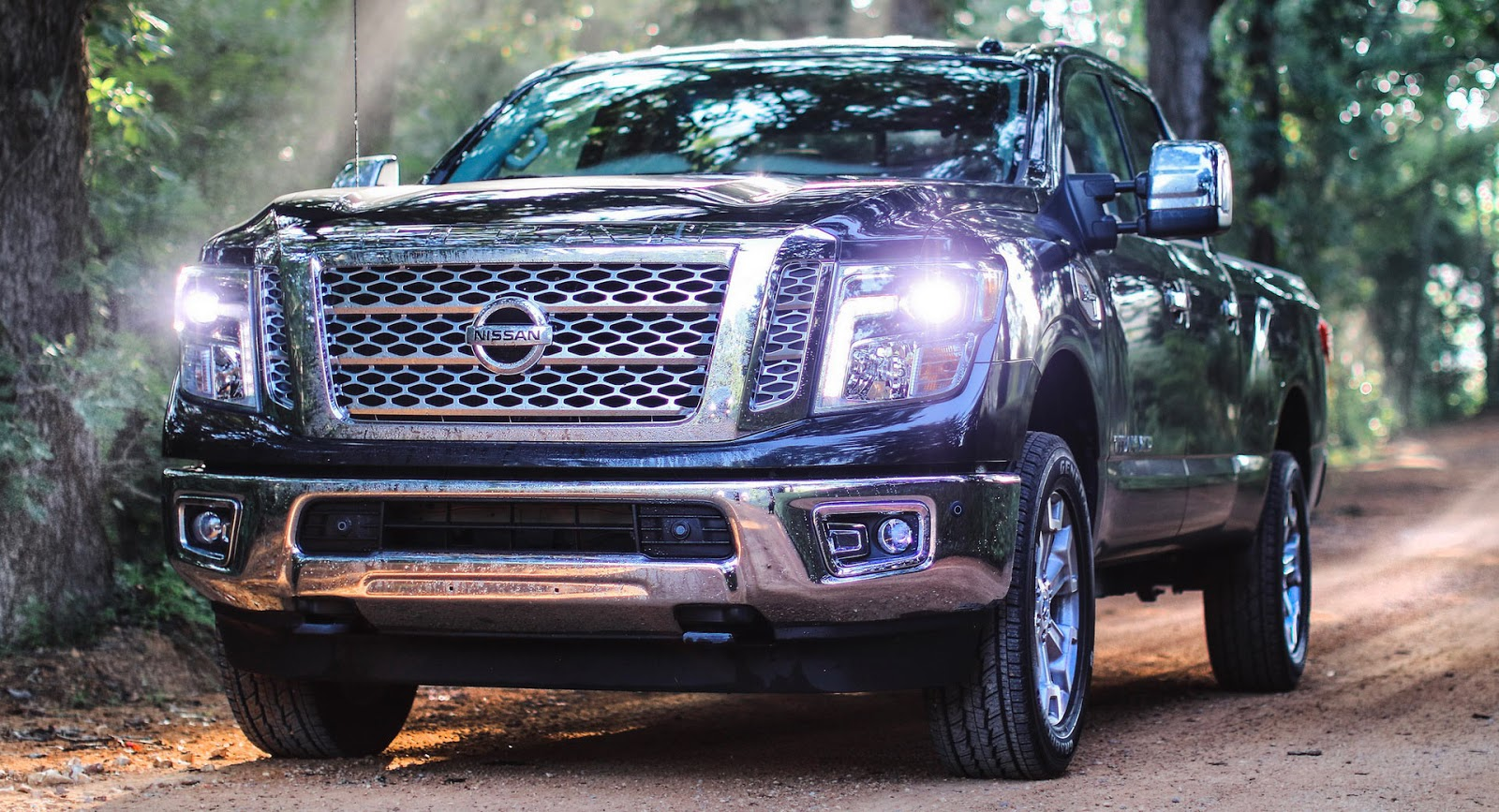 2018 nissan titan priced from 31 075 titan xd from 40 015. Black Bedroom Furniture Sets. Home Design Ideas