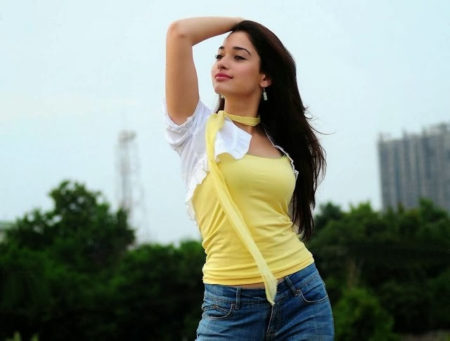 Tamanna Bhatia beautiful in jeans