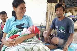 Ditemukan bayi cantik dalam kardus di atas trotoar Lombok Tengah