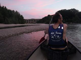 canoe de nuit au crépuscule