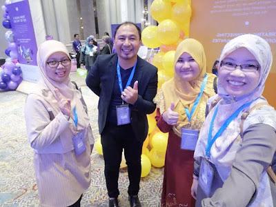 Cikgu Suhaila (berbaju merah) merupakan guru aktif menghasilkan video Pdpc bersama kumpulan cikgooTUBE