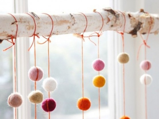 felted-wool-pom-poms-twig-wreath-christmas-decorating