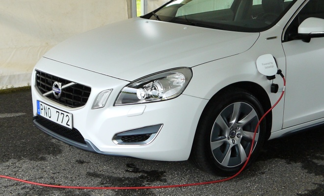 Volvo V60 PHEV charging from the mains