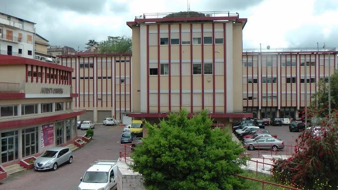Riparazioni a casa del geometra durante l'orario di lavoro, assolti ex geometra e tre operai del Comune di Polistena
