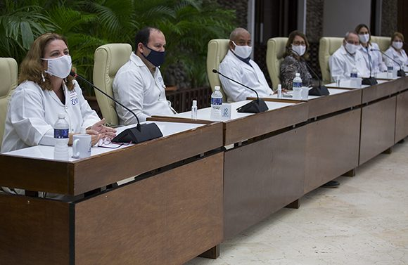 Científicos cubanos afirman que el candidato vacunal Abdala no fue aprobado por la OMS porque lo usaron contra la copia china del virus y no contra la versión original
