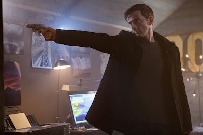 David Tennant goes on the hunt, guns blazing, in a movie still for the 2018 film Bad Samaritan