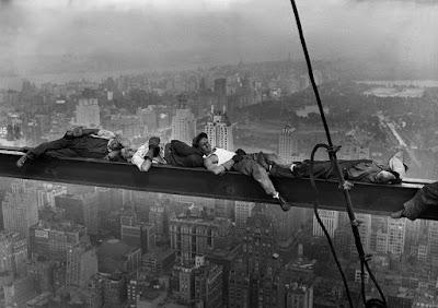 Εργάτες κοιμούνται στην κορυφή της Νέας Υόρκης / New York workers sleeping on the job
