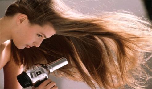 Resultado de imagem para secar o cabelo de cabeça para baixo
