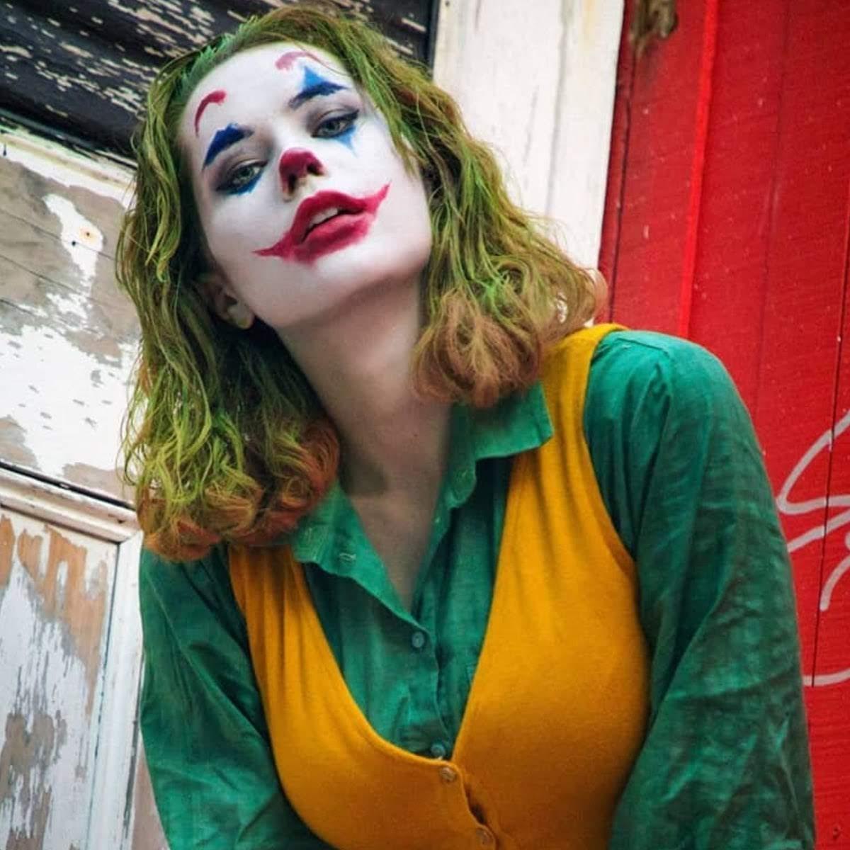 Nic the Pixie as Joker : ホアキン・フェニックス主演「ジョーカー」の女版のコスプレ ! !