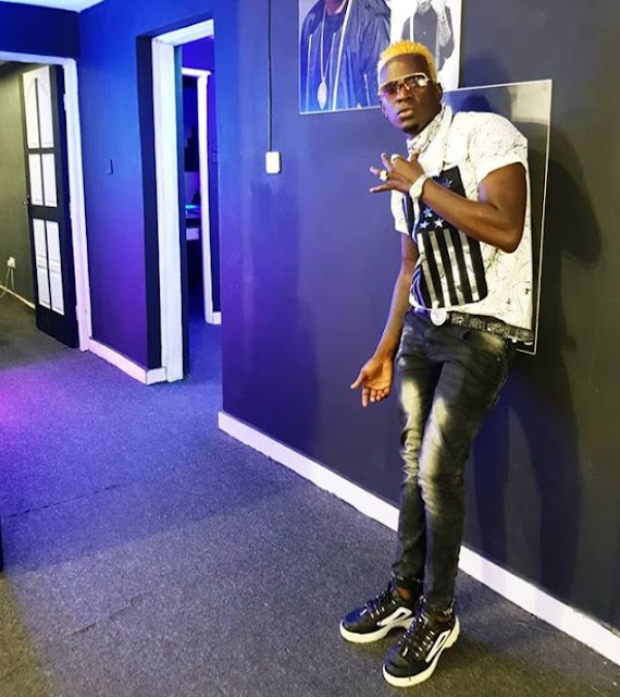 Willy Paul Throws Kisses To Diamond Platinumz