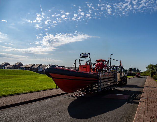 Photo of another view of the rescue boat heading for the beach