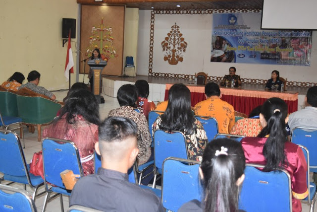 Balai Bahasa Kalteng dan Disdikbud Gumas Sosialisasikan Bahasa Indonesia Bagi Penutur Asing