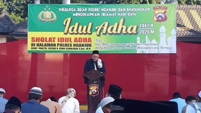 Polres Nganjuk Adakan Sholat Idul Adha 1441 H Bersama Keluarga Besarnya