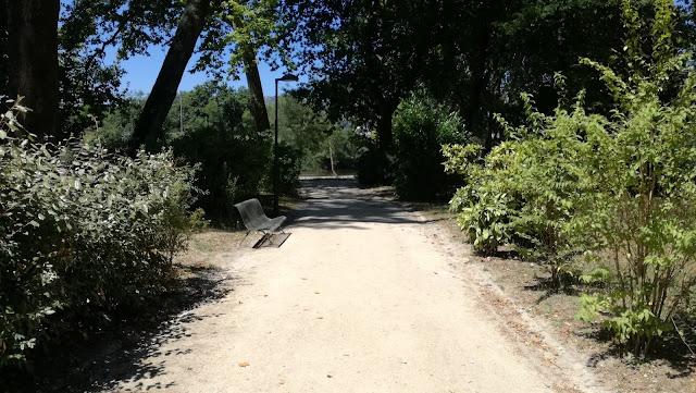 Zonas pedonais no Parque das Taipas