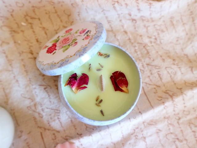 Une bougie à l'odeur de rose de chez Fairy candle !