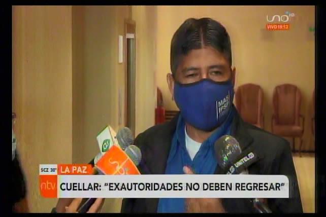 """Cuellar afirma que """"dinosaurios"""" políticos que escaparon a México y Argentina no optarán a cargos por traidores"""