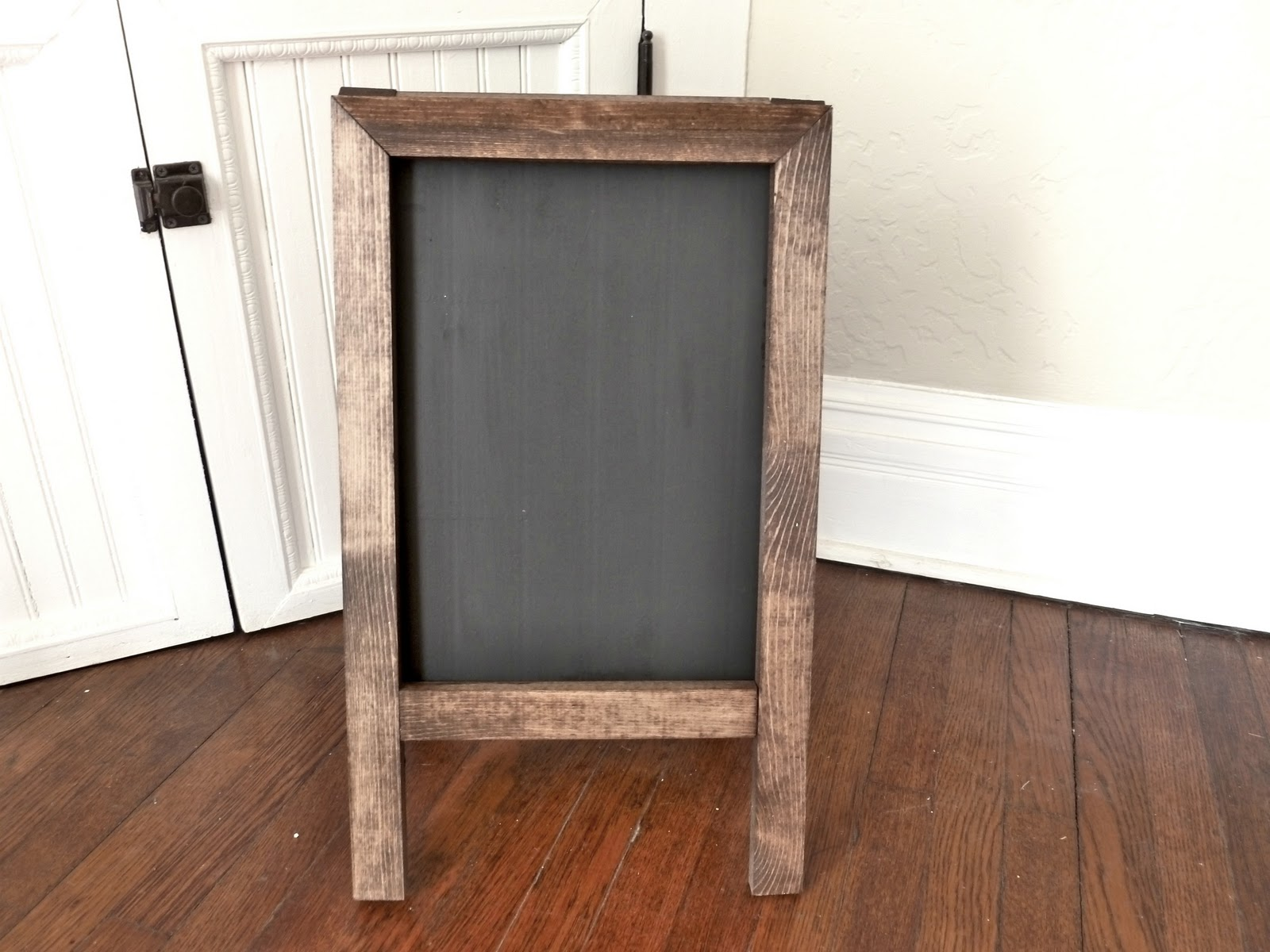 Fresh vintage home love: DIY Easel Chalkboard CV84