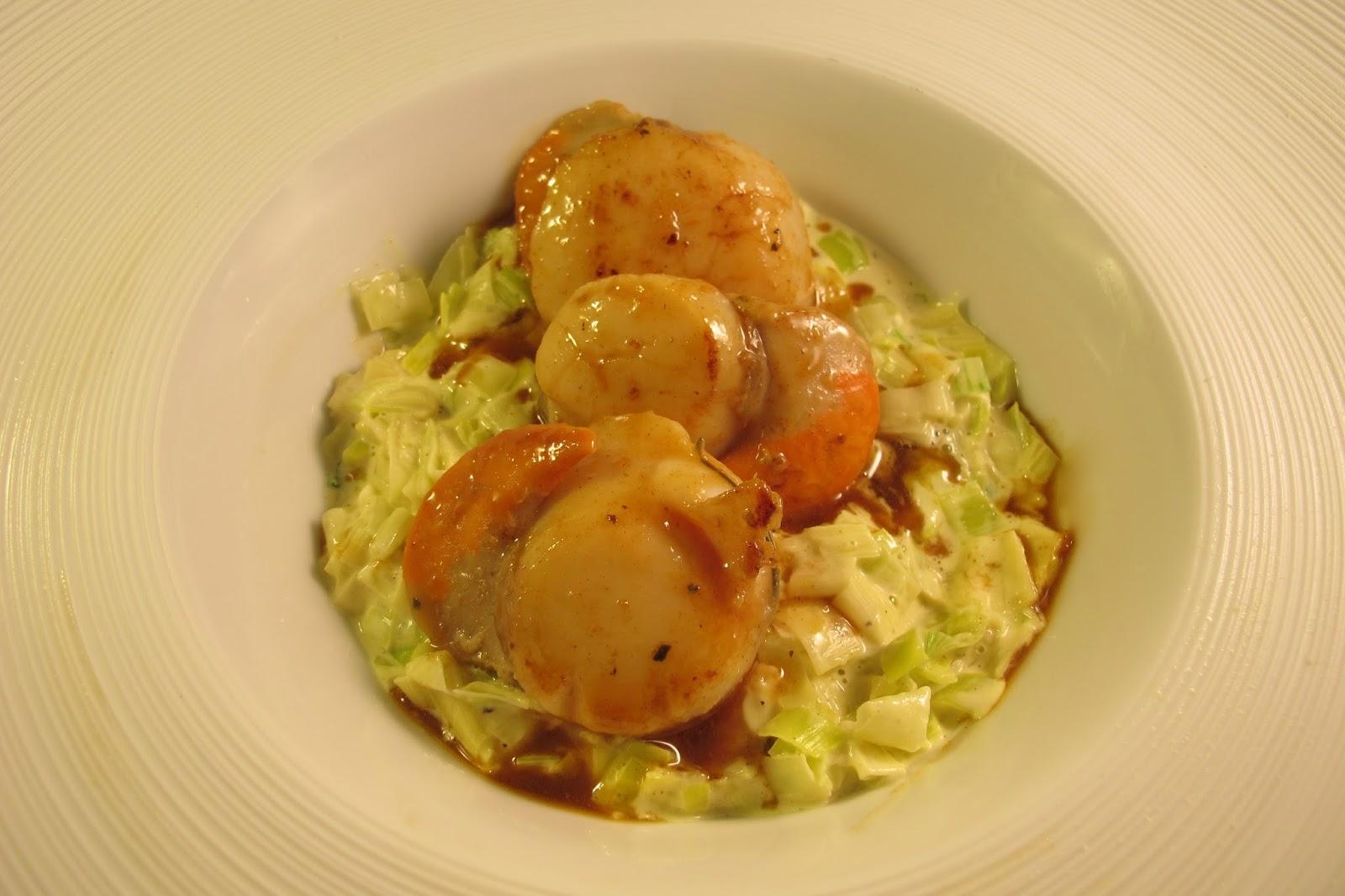 Coquilles st jacques et fondue de poireaux le blog de - Cuisiner le corail des coquilles saint jacques ...