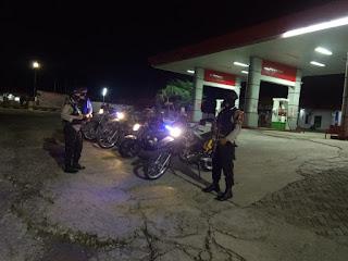 Satuan Sabhara Polres Enrekang Laksanakan Patroli Blue Light Di Depan SPBU
