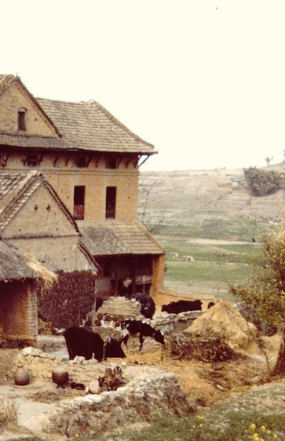 Old images of houses and surroundings of Kritipur