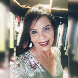 a autora Elyane Lacerdda