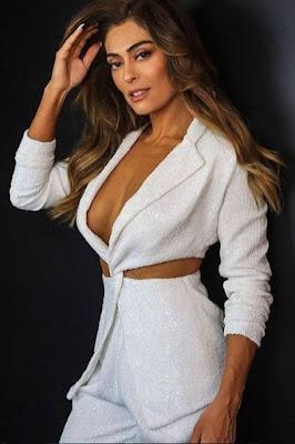 Juliana Paes decotada e sensual na sexta-feira