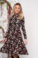 Rochie StarShinerS visinie midi de zi din material tricotat in clos cu maneci lungi
