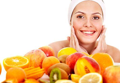 Làm đẹp hơn mỗi ngày với vitamin C và E