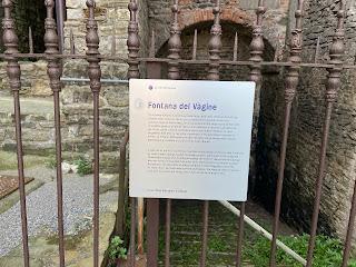 Sign describing Fontana del Vàgine.