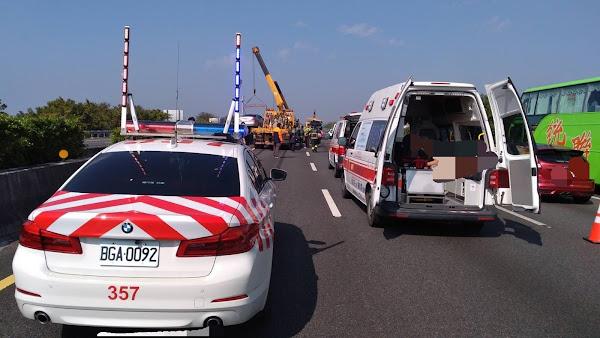 國道北斗路段8車連環撞釀3傷 一度造成車流回堵