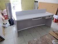 Front Desk Putih Glossy Mengkilat Desain Terbaru Modern - Furniture Semarang