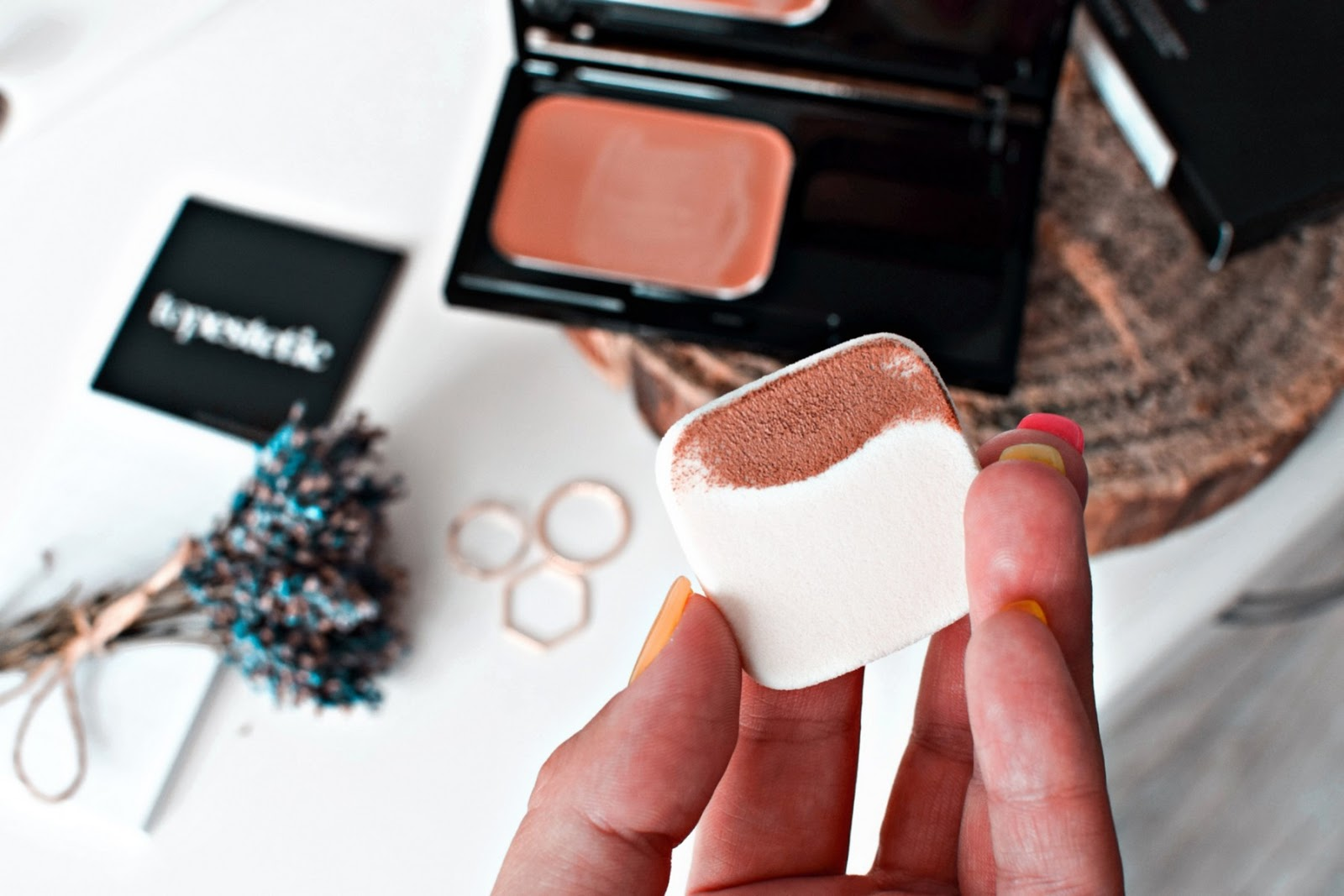 Makijaż kosmetykami RVB LAB