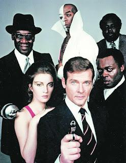 En imágenes, la vida de Roger Moore, el tercer actor que encarnó a James Bond