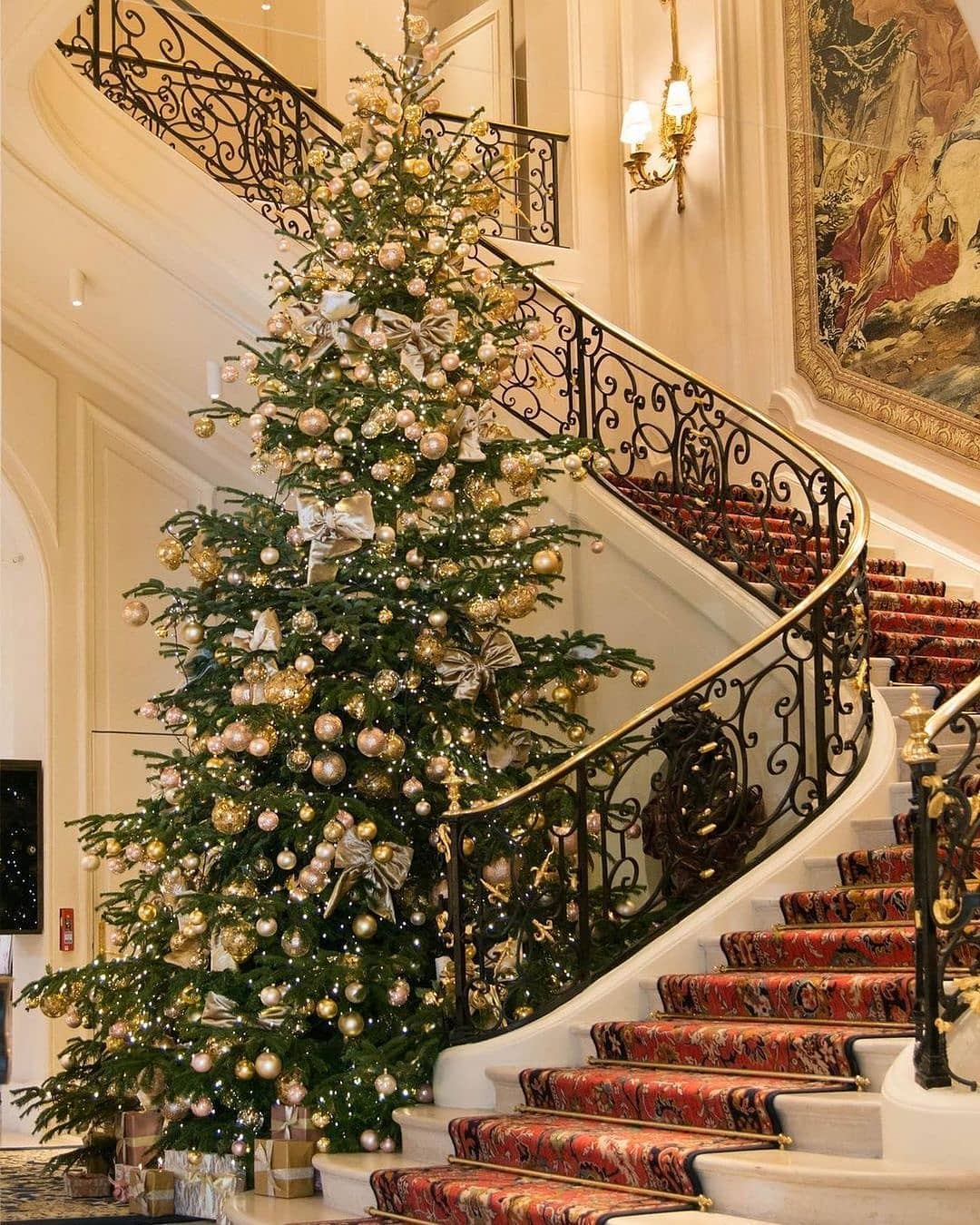 Christmas Tree DP Wishes With HD Photos For DP 2020