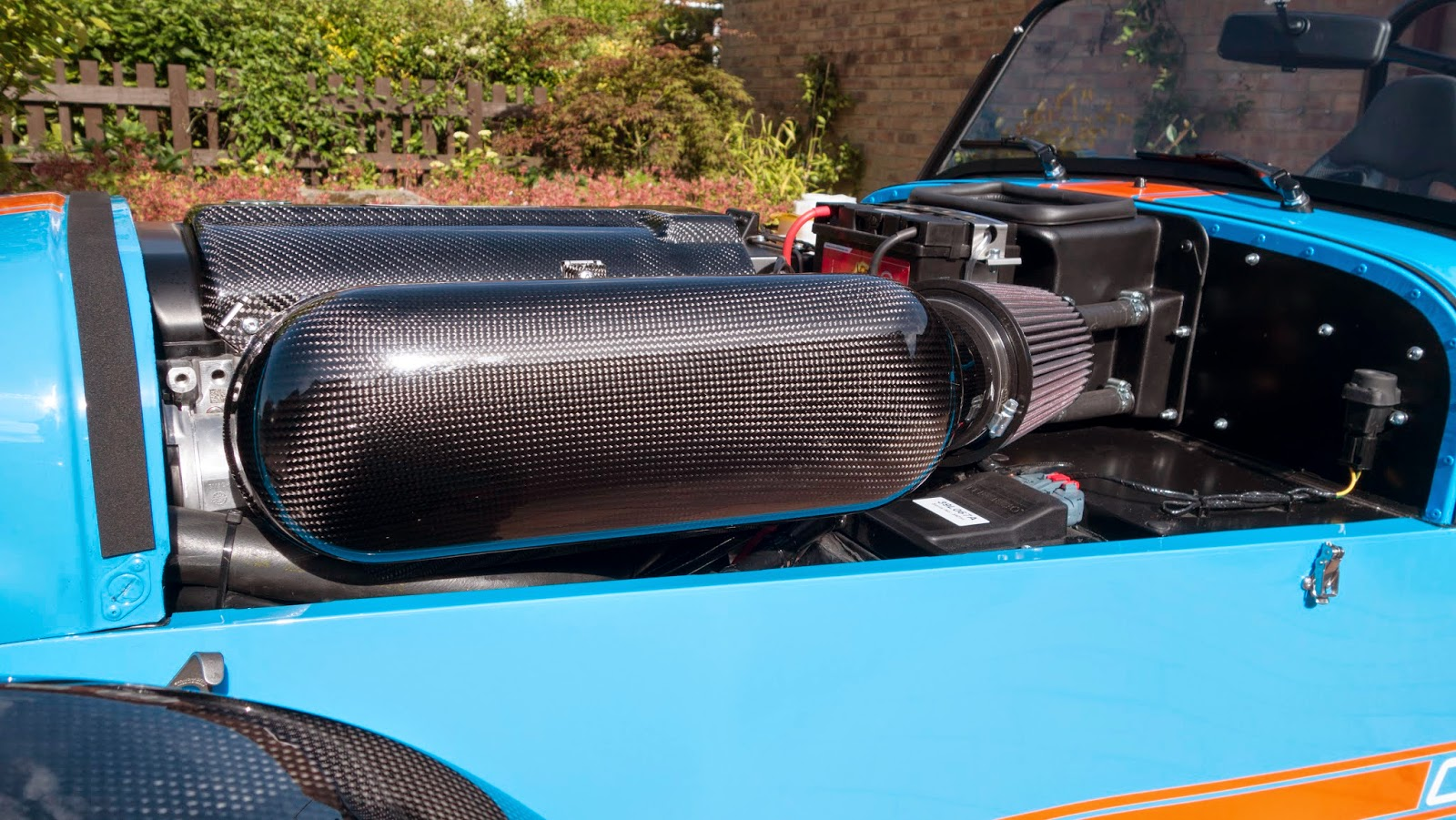 R500 carbon fibre track day air box with k&n air filter.